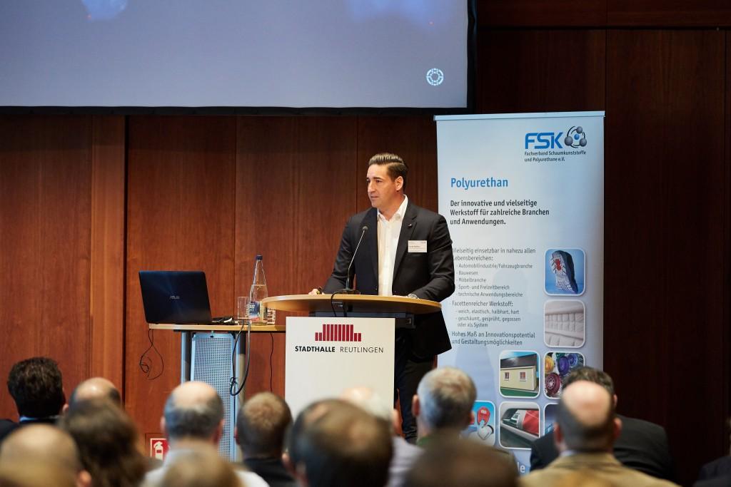 Matthias Rampf, Geschäftsführer der Rampf Holding GmbH & Co. KG, stellte auf der Internationale FSK-Fachtagung Polyurethane 2019 die Rampf-Gruppe vor.